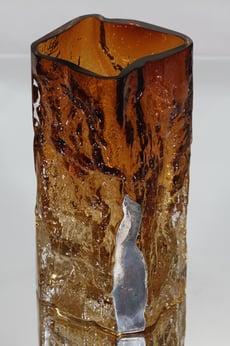 Kumela Kallio maljakko, ruskea, suunnittelija Kaj Blomqvist, massiivinen, hopealaatta