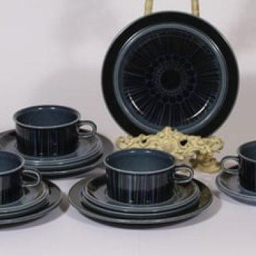Arabia Kosmos teekupit ja lautaset, sininen, 4 kpl, suunnittelija Gunvor Olin-Grönqvist, puhalluskoriste
