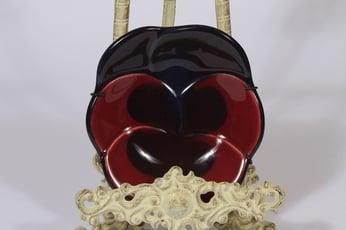 Arabia Violetta koristelaatta, punainen, suunnittelija Birger Kaipiainen, pieni