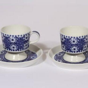 Arabia Ali kahvikupit, sininen, 2 kpl, suunnittelija Raija Uosikkinen, kuparipainikoriste