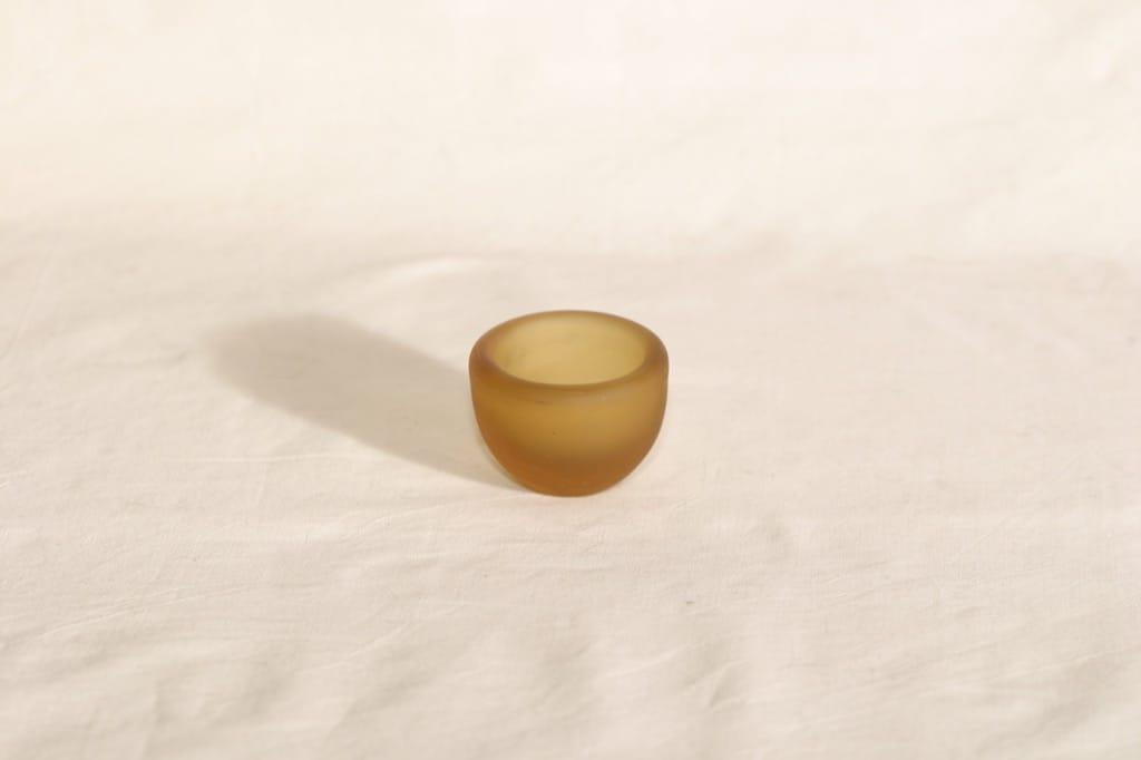 Riihimäen lasi Meripihka munakuppi, signeerattu, suunnittelija Nanny Still, signeerattu, 6407-5
