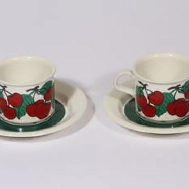 Arabia Kirsikka kahvikupit, punainen, 2 kpl, suunnittelija Inkeri Leivo, serikuva, retro