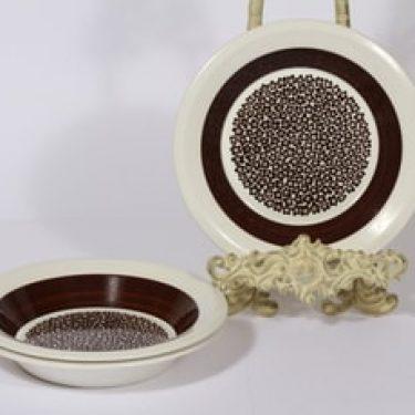 Arabia Faenza lautaset, Ruskeakukka, 3 kpl, suunnittelija Inkeri Seppälä, Ruskeakukka, syvä, serikuva