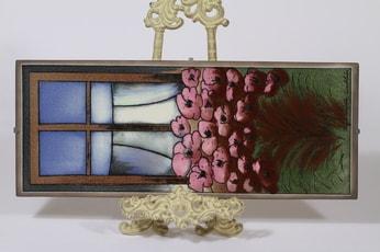 Arabia seinälaatta, Lapsuuden ilo, suunnittelija Heljä Liukko-Sundström, Lapsuuden ilo, serikuva, signeerattu, kukka-aihe