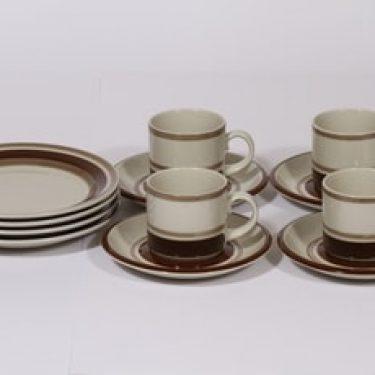 Arabia Pirtti kahvikupit ja lautaset, ruskea, 4 kpl, suunnittelija Raija Uosikkinen, raitakoriste