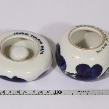 Arabia GOG kynttilänjalat, käsinmaalattu, 2 kpl, suunnittelija Gunvor Olin-Grönqvist, käsinmaalattu, signeerattu, eri kokoja kuva 2
