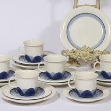 Arabia Arctrica Pudas kahvikupit ja leivoslautaset, sininen, 6 kpl, suunnittelija Inkeri Leivo, serikuva