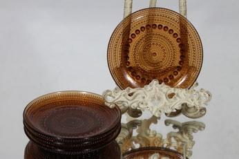 Nuutajärvi Kastehelmi lautaset, ruskea, 4 kpl, suunnittelija Oiva Toikka, pieni