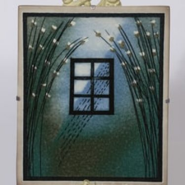 Arabia seinälaatta, Kodin ikkuna, suunnittelija Heljä Liukko-Sundström, Kodin ikkuna, suuri, Kodin ikkuna, signeerattu