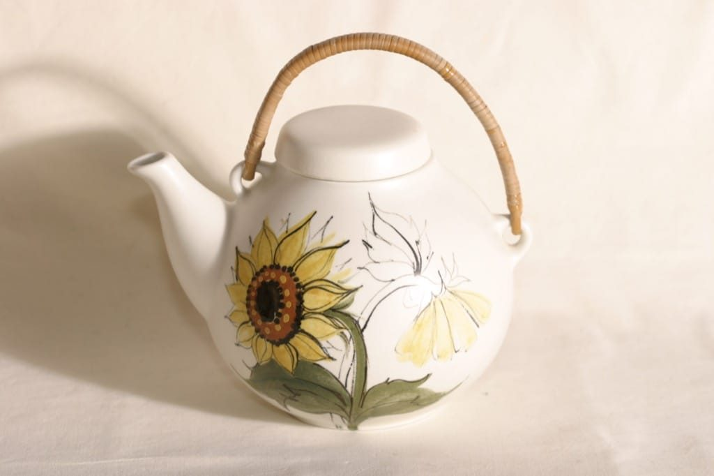 Arabia Kukka teekaadin, 1.6 l, suunnittelija Rainer Baer, 1.6 l, käsinmaalattu