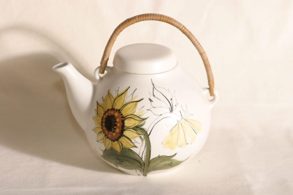 Arabia Kukka tea pot, 1.6 l, designer Rainer Baer, hand-painted