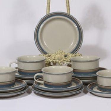 Arabia Uhtua teekupit ja leivoslautaset, 5 kpl, suunnittelija Inkeri Leivo, raitakoriste