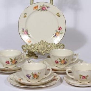 Arabia Kesäkukka kahvikupit ja leivoslautaset, 4 kpl, suunnittelija , siirtokuva, kukka-aihe