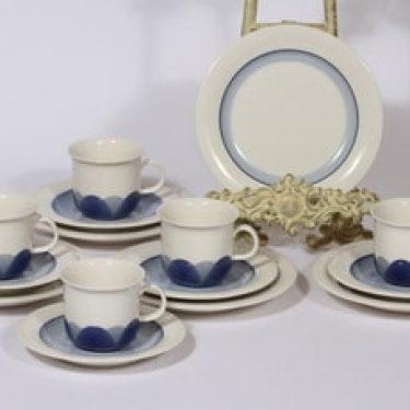 Arabia Arctica Pudas kahvikupit ja lautaset, sininen, 5 kpl, suunnittelija Inkeri Leivo, serikuva