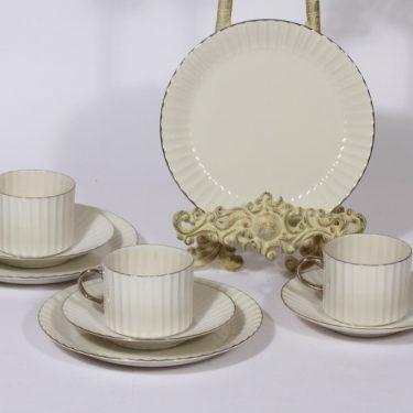 Arabia Platinakorva kahvikupit ja lautaset, 3 kpl, suunnittelija Kaj Franck, raitakoriste