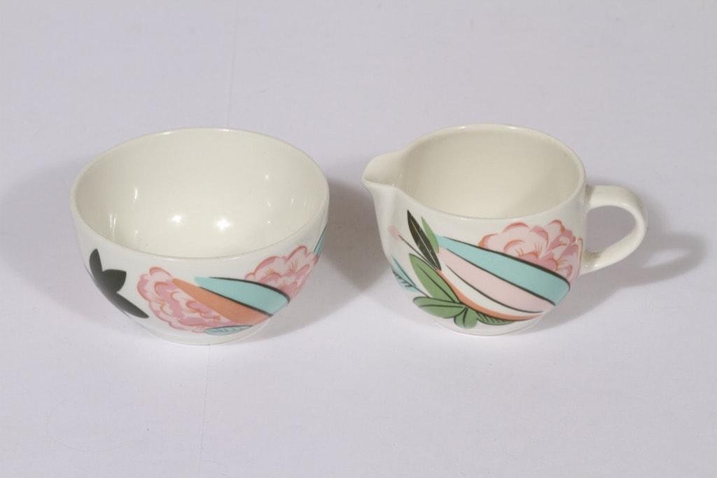 Arabia China tea sokerikko ja kermakko, suunnittelija Dorrit von Fieandt, serikuva, kukka-aihe