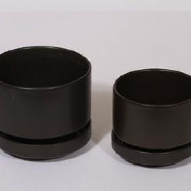 Arabia SN kukkaruukut, musta, 2 kpl, suunnittelija Richard Lindt,