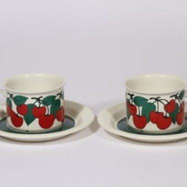 Arabia Kirsikka teekupit, 2 kpl, suunnittelija Inkeri Seppälä, serikuva, retro