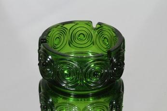 Riihimäen lasi Rengas tuhka-astia, vihreä, suunnittelija Tamara Aladin, massiivinen