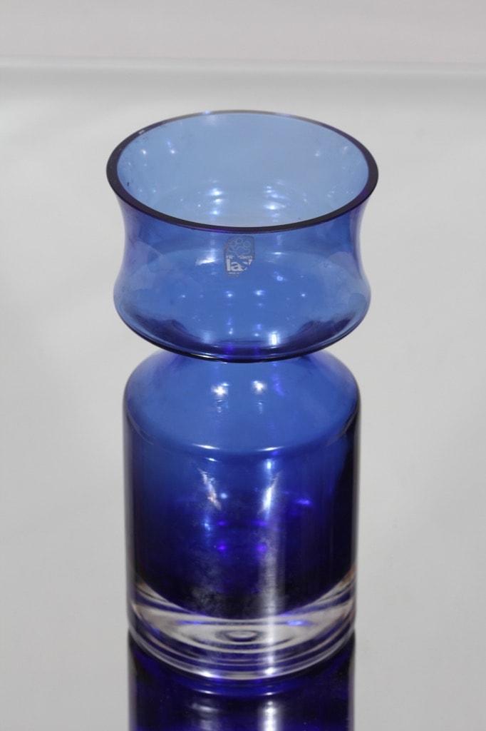 Riihimäen lasi Ruusu maljakko, sininen, suunnittelija Tamara Aladin,