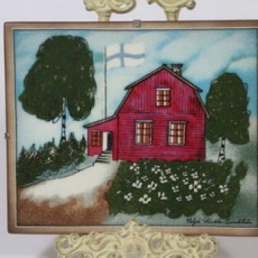 Arabia seinälaatta, Punainen tupa ja perunamaa, suunnittelija Heljä Liukko-Sundström, Punainen tupa ja perunamaa, serikuva, signeerattu, taloaihe