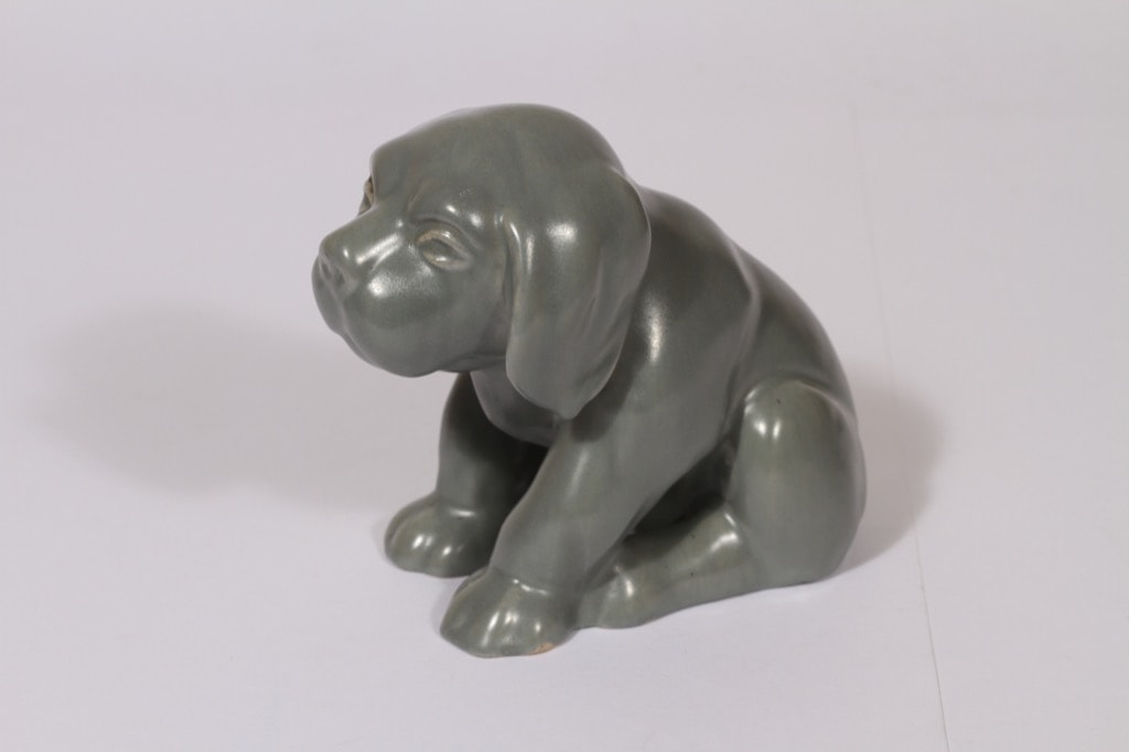 Kupittaan savi 360 figuuri, harmaa, suunnittelija Valentina Modig, Koira-aihe