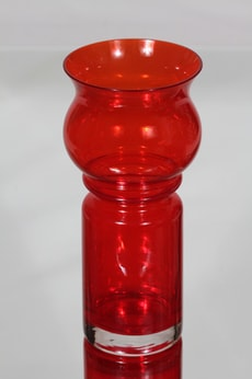 Riihimäen lasi Tulppaani maljakko, punainen, suunnittelija Tamara Aladin,