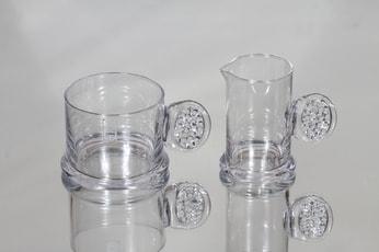 Riihimäen lasi Lasiset sokerikko ja kermakko, kirkas, suunnittelija Erkkitapio Siiroinen,