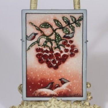 Arabia koristelaatta, Lumihiutaleita hiljalleen, suunnittelija Heljä Liukko-Sundström, Lumihiutaleita hiljalleen, serikuva, signeerattu
