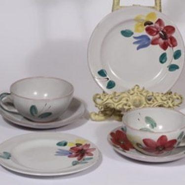 Arabia ARA teekupit ja lautaset, käsinmaalattu, 2 kpl, suunnittelija , käsinmaalattu