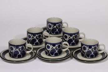 Arabia Saara kahvikupit, sininen, 6 kpl, suunnittelija Anja Jaatinen-Winquist, puhalluskoriste, retro