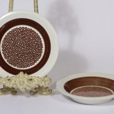 Arabia Faenza lautaset, Ruskeakukka, 2 kpl, suunnittelija Inkeri Seppälä, Ruskeakukka, syvä, serikuva