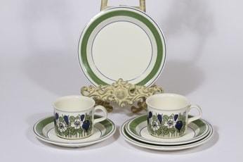 Arabia Krokus kahvikupit ja lautaset, vihreä, 2 kpl, suunnittelija Esteri Tomula, serikuva