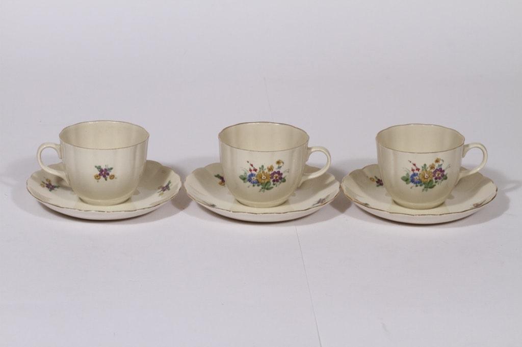 Arabia kukkakuvio kahvikupit, 3 kpl, suunnittelija , kukka-aihe