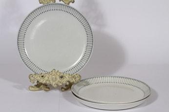 Arabia Heini lautaset, matala, 3 kpl, suunnittelija Raija Uosikkinen, matala, kuparipainokoriste