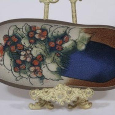 Arabia koristelaatta, Omenankukat, suunnittelija Heljä Liukko-Sundström, Omenankukat, suuri, serikuva, signeerattu