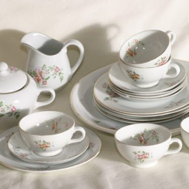 Arabia R kahviastiasto viidelle, kukkakuvio, suunnittelija , kukkakuvio