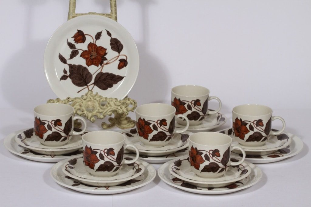 Arabia Cafe kahvikupit ja lautaset, ruskea, 6 kpl, suunnittelija Gunvor Olin-Grönqvist, serikuva