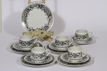 Arabia Talvikki kahvikupit ja lautaset, mustavalkoinen, 5 kpl, suunnittelija Raija Uosikkinen, serikuva