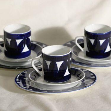 Arabia Sotka kahvikupit, käsinmaalattu, 3 kpl, suunnittelija Raija Uosikkinen, käsinmaalattu