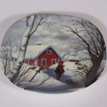 Arabia koristelautanen, Kotiseudun talvi, suunnittelija Anita Rantanen-Siewers, Kotiseudun talvi, pieni, serikuva
