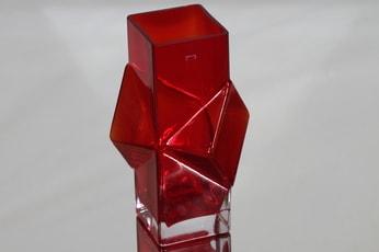 Riihimäen lasi Pablo maljakko, rubiininpunainen, suunnittelija Erkkitapio Siiroinen,