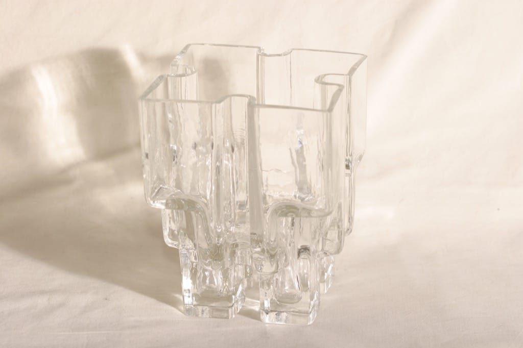 Riihimäki glass Paalutalo vase, signed, Helena Tynell