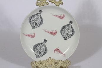 Arabia Ahti lautanen, suunnittelija , siirtokuva, kala-aihe