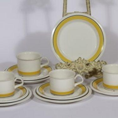Arabia Faenza kahvikupit ja lautaset, keltainen, 4 kpl, suunnittelija Inkeri Seppälä, raitakoriste