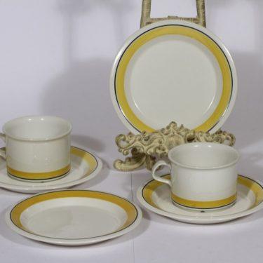 Arabia Faenza teekupit ja lautaset, keltainen, 2 kpl, suunnittelija Inkeri Seppälä, raitakoriste