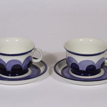 Arabia Paju teekupit, käsinmaalattu, 2 kpl, suunnittelija Anja Jaatinen-Winquist, käsinmaalattu, signeerattu, retro