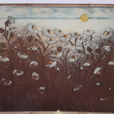 Arabia seinälaatta, Fennia 100 vuotta, suunnittelija Heljä Liukko-Sundström, Fennia 100 vuotta, käsinmaalattu, signeerattu, numeroitu