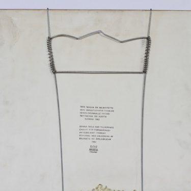 Arabia seinälaatta, Fennia 100 vuotta, suunnittelija Heljä Liukko-Sundström, Fennia 100 vuotta, käsinmaalattu, signeerattu, numeroitu kuva 2