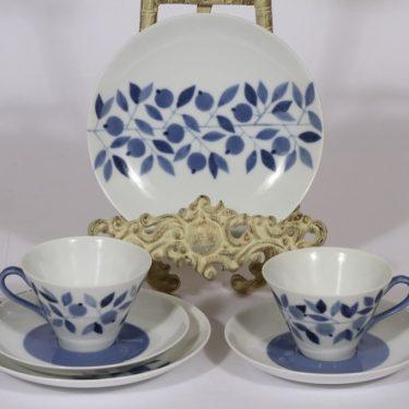Arabia kahvikupit ja lautaset, sininen, 2 kpl, suunnittelija Esteri Tomula, painettu ja maalattu
